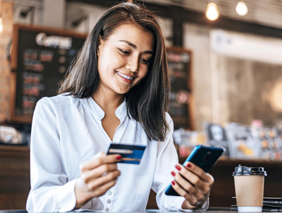 mulher comprando na internet